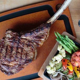 tomahawk-steak-le-cellier